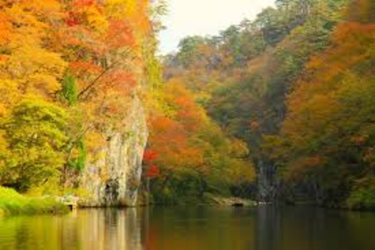 【周辺観光】《名勝 日本百景・猊鼻渓(秋)》お車でで約25分