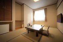 【お部屋】《和室6畳・洗浄器付きトイレ有りバスなし》