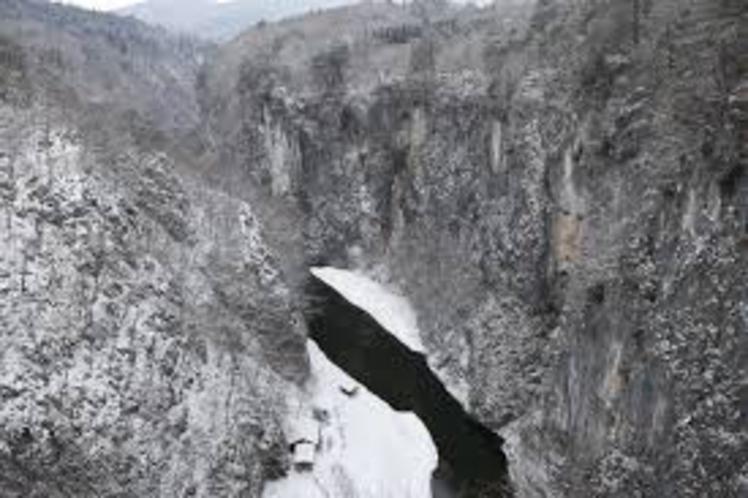 【周辺観光】《名勝 日本百景・猊鼻渓(冬)》お車でで約25分