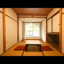 温かな日の光が差し込んで気持ちいい♪6畳和室