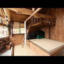 「Bタイプ」清潔感のあるツリーハウスです。木の匂いが心地よいですよ♪