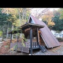 「Aタイプ」大きな屋根が特徴のバンガロー「くまさんの家」