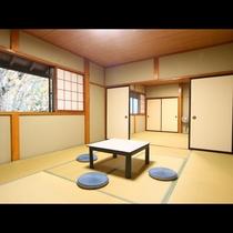 広々とした二間の和室です。皆でごゆっくりお寛ぎ下さい♪10+8畳和室