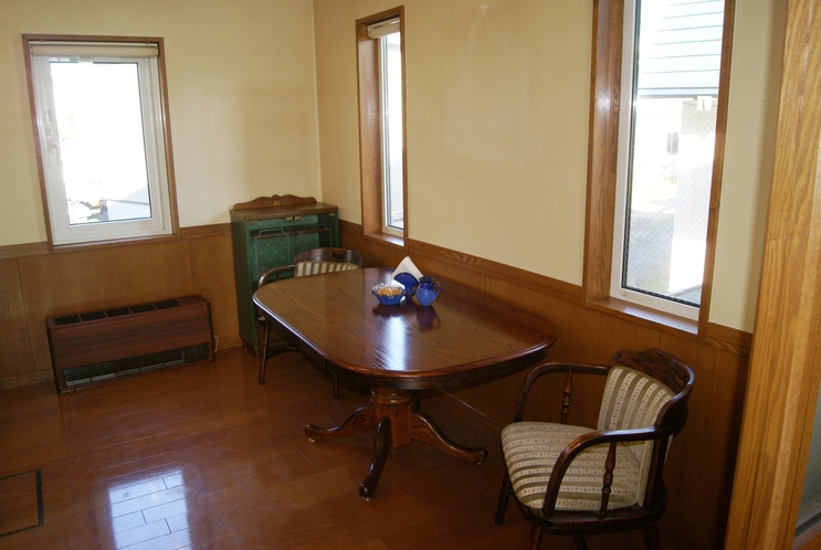 ゲストハウスダイニング / Guest House Dining Room