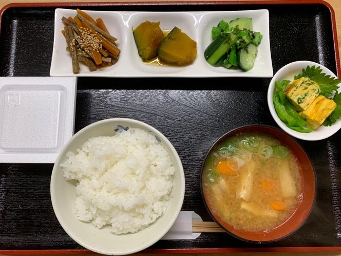 自家栽培野菜の朝食