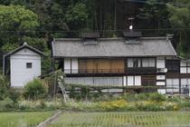 水田と母屋