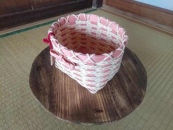 クラフトバンドによる籠編み