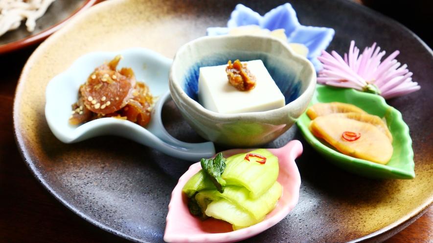 夕食◆目でもお楽しみ頂けるお料理をご用意しております