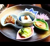 夕食◆目でもお楽しみ頂けるお料理をご用意しております(共同調理)