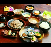 夕食◆自家菜園や地の食材を意識したお食事をお召し上がりください(共同調理)