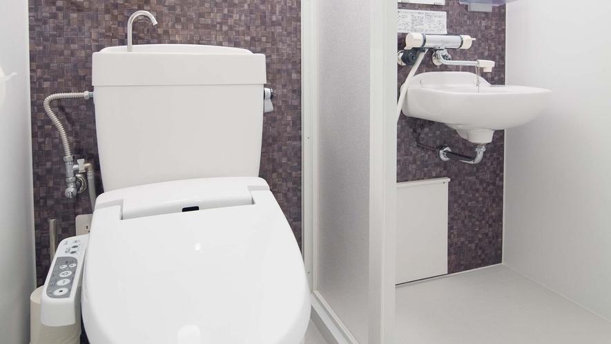 ・【Room3】室内に専用のトイレとシャワーを完備