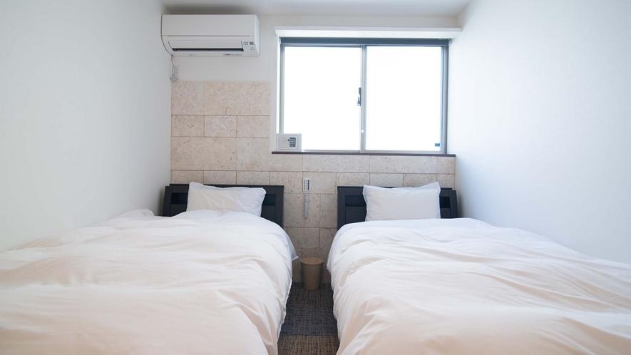 ・【Room2】シングルベッド2台を設置したお部屋です
