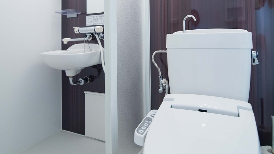 ・【Room2】室内に専用のトイレとシャワーを完備