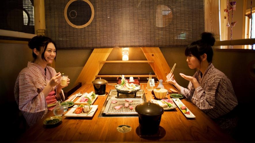 隣接する「匠の宿 深山桜庵」食事処【深山桜】 囲炉裏テーブル席