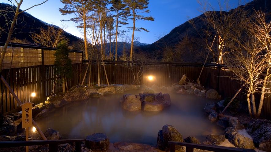 隣接する「匠の宿 深山桜庵」の大浴場露天風呂