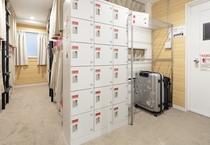 3F Mixdormitory locker / 3階男女共用ドミトリーロッカー