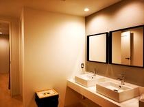Wash room / 洗面所