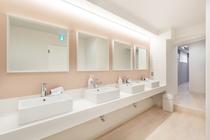 Woman's shower room / 女性用シャワー室