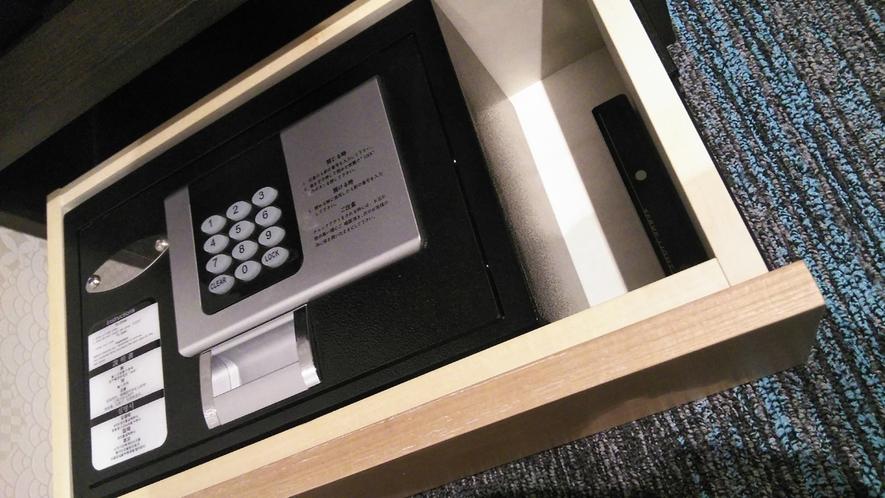 暗証番号を設定し貴重品を保管するタイプの備え付け金庫