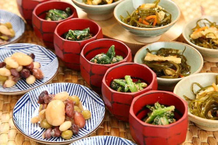 おばんざい 季節の素朴な素材を使って作られる京都の自然な味わいの料理です。