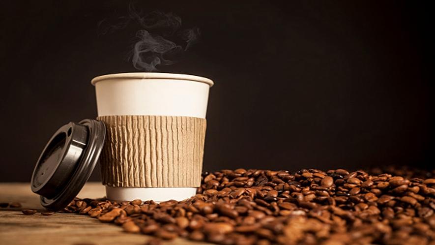 バリスタ厳選の豆から抽出されるエスプレッソコーヒーマシンは24時間無料テイクアウト可能(1階ロビー)