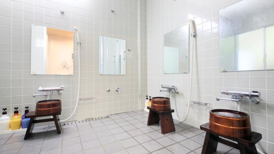 TWタイプのお客様専用の大浴場 洗い場も複数ご用意。安心してご利用いただけます。