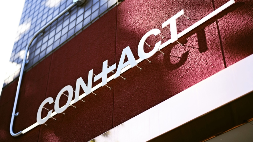■外観/CONTACTは、シェアオフィスとゲストハウスが一体になった複合施設です。