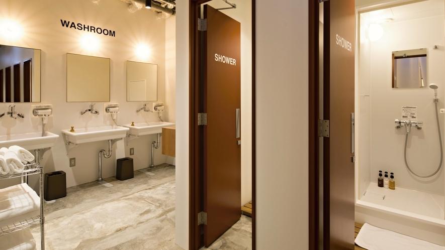 ■共用スペース/シャワールームのドアは鍵付きで安心です!