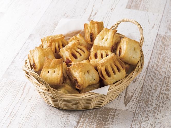 焼き立てのスナックパイは、そのままで美味しい惣菜パン♪焼き立てで温かいうちにお召し上がりください