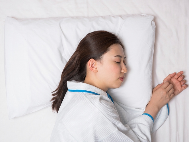 【オリジナル快眠枕】寝具メーカーと共同開発した「チョイスピロー」は横向きの体勢でもフィットする設計
