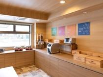 【ラウンジスペース】毎朝 無料朝食サービス(6:00〜9:00)をご提供
