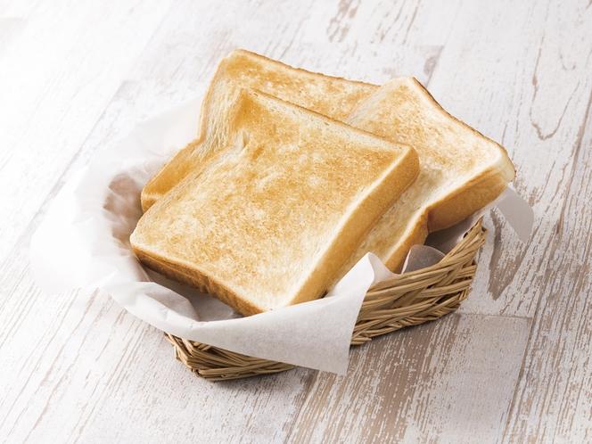 食パンはコンベアトースターでカリッと焼いて、お好きなジャムやバターでお召し上がりください
