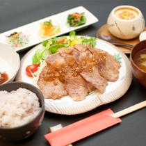 花巻産「白金豚(はっきんとん)」のソテーセット