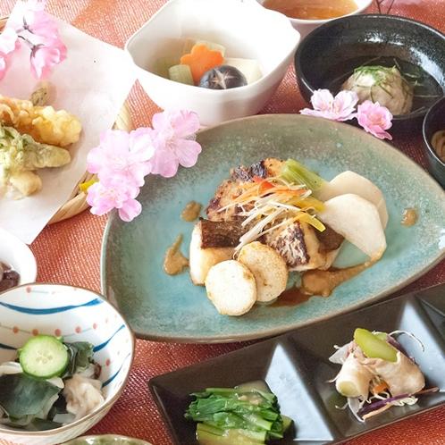 『鯛の味噌焼きと旬の食材を盛り込んだ春御膳』コース