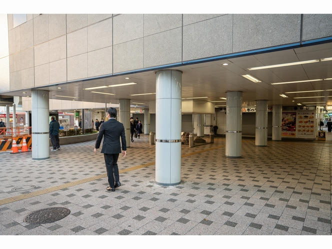 アクセス⑤【外に出たら右手、西葛西駅アーケード方面へ】