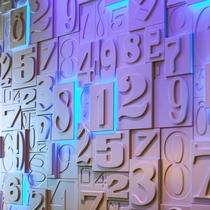数字をモチーフにした、フロントバックのアートです。