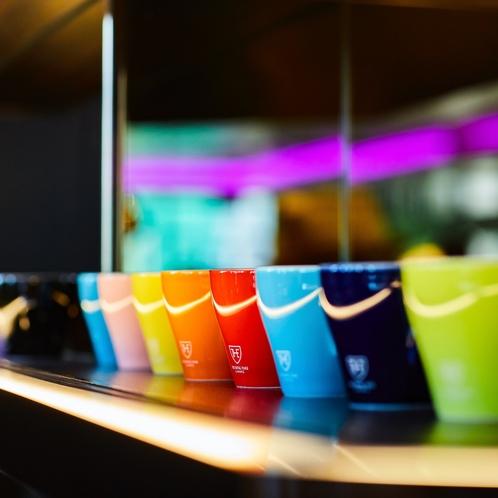 コーヒー・エクスペリエンス:カップ一つにも、選ぶ楽しみを。お好きな色でお楽しみください。