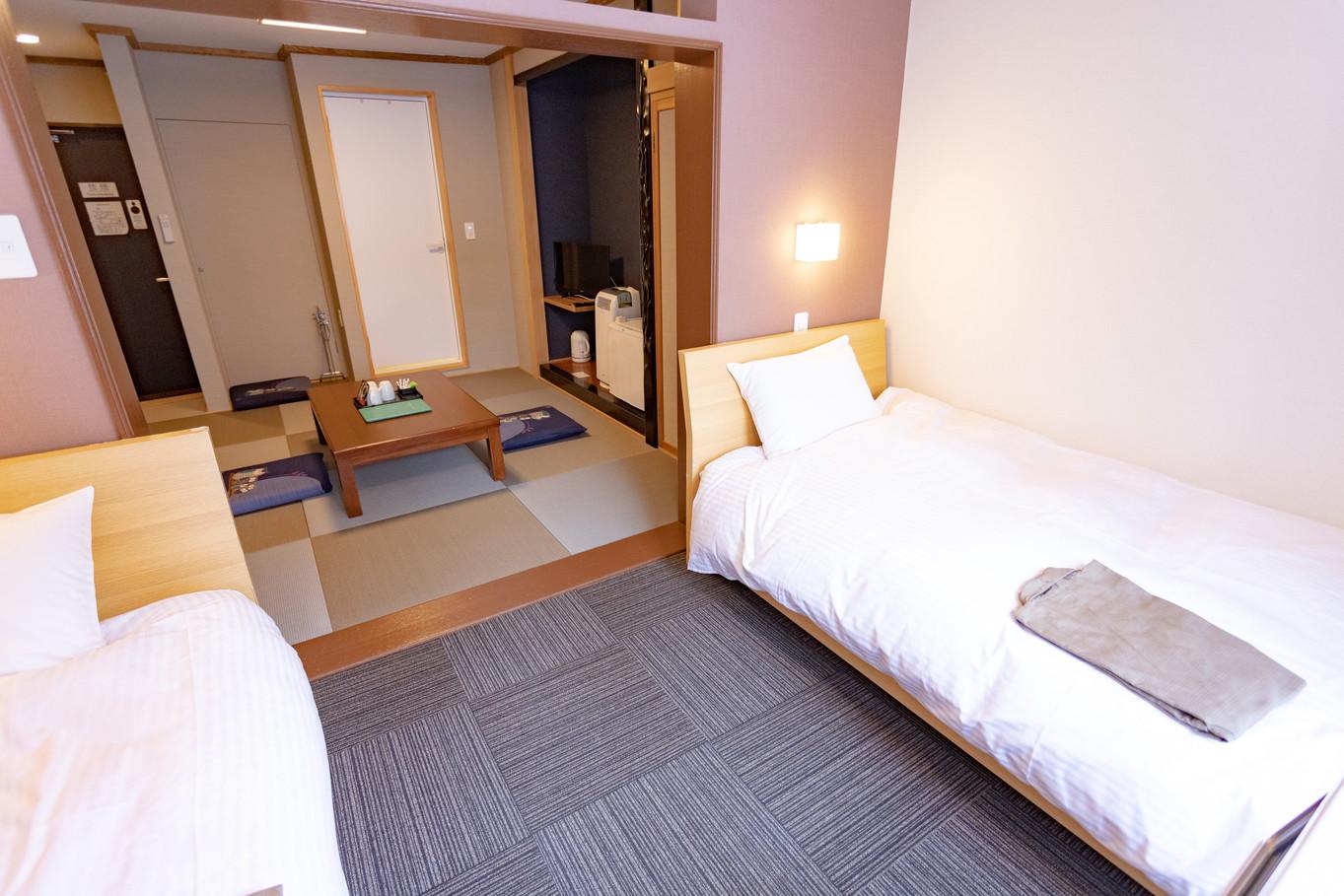 和洋室(シングルベッド2台+畳)