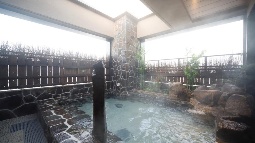 【女子】露天風呂 (湯温:42~43℃)
