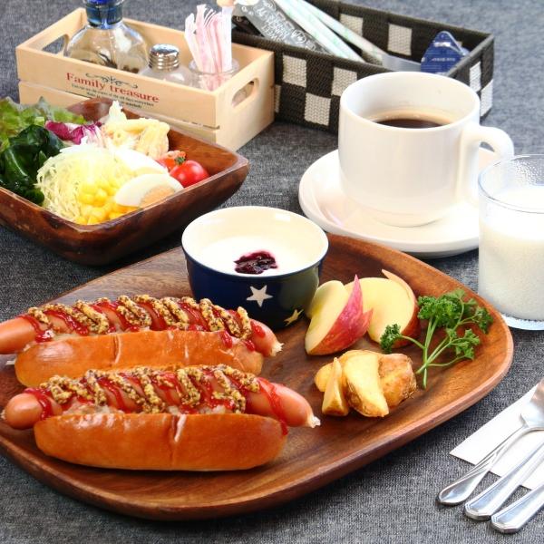 【食事】選べる朝食。当館名物ホットドッグセット。