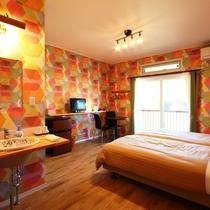 【客室】ツインルーム(B)です。ポップなカラーリングのお部屋です。