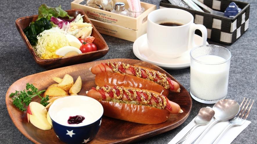 【料理】選べる朝食です。当館名物ホットドッグセット