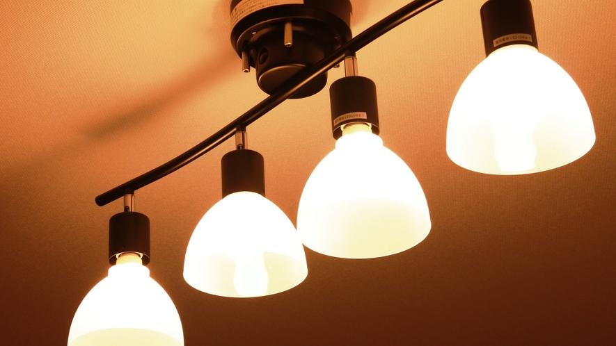【客室】ツインルーム(E) 照明や壁紙にもこだわっています。