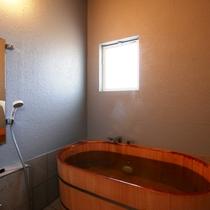【お風呂】岩風呂と樽風呂の2ヶ所。どちらも時間制貸切でご利用いただきます。