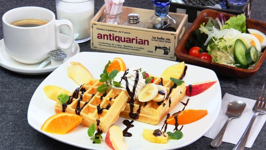 【料理】朝食。SNSにアップしたいと女性に人気!味も◎なアメリカンワッフルセット