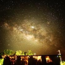施設内からの星空