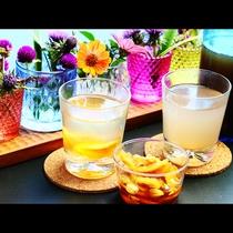 女将かこちゃん特製の野草やゆずのジュースは自然の恵みがギュっとつまったスペシャルなドリンク!