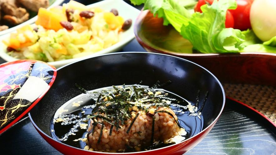 お夕食のシメは酵素玄米を使ったダシ茶漬け!ダシにも「木の花名水」を使っています♪