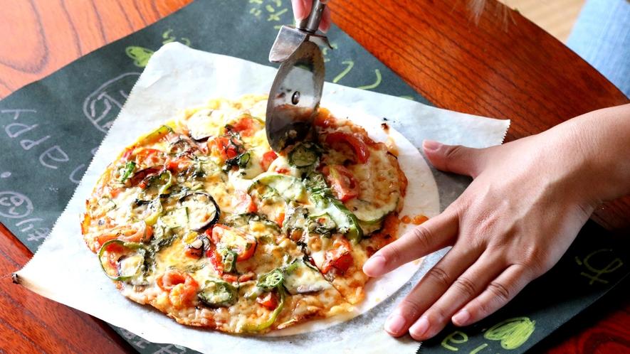 自分で作った焼きたてのあつあつピザは最高です♪