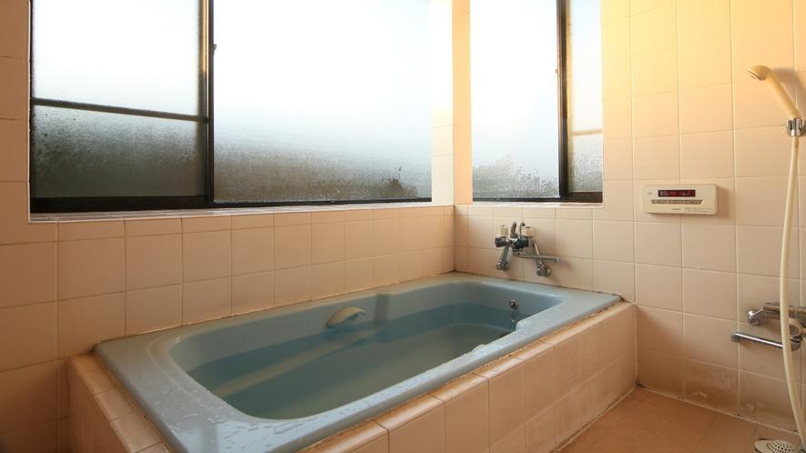 家庭的なお風呂ですが、足を伸ばしてゆったり疲れを癒してください☆